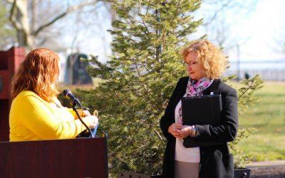 Dr. Barbara McGuirk Recieves The Endo Hero Award